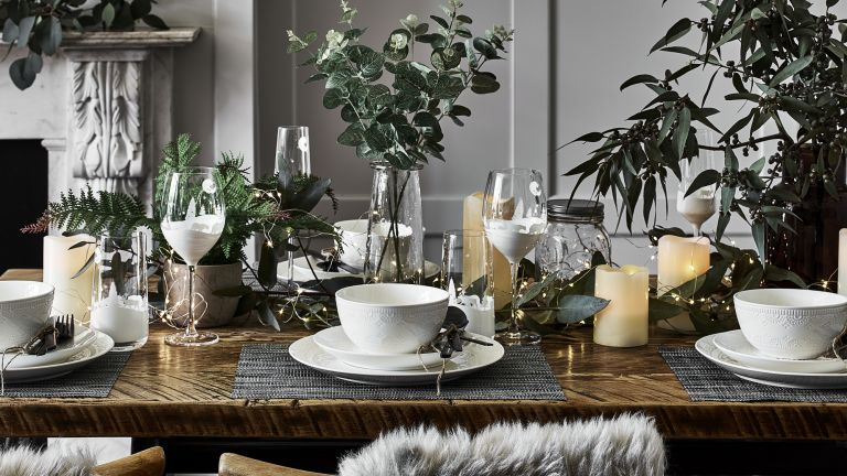 17 Best Christmas Table Setting Ideas Real Homes