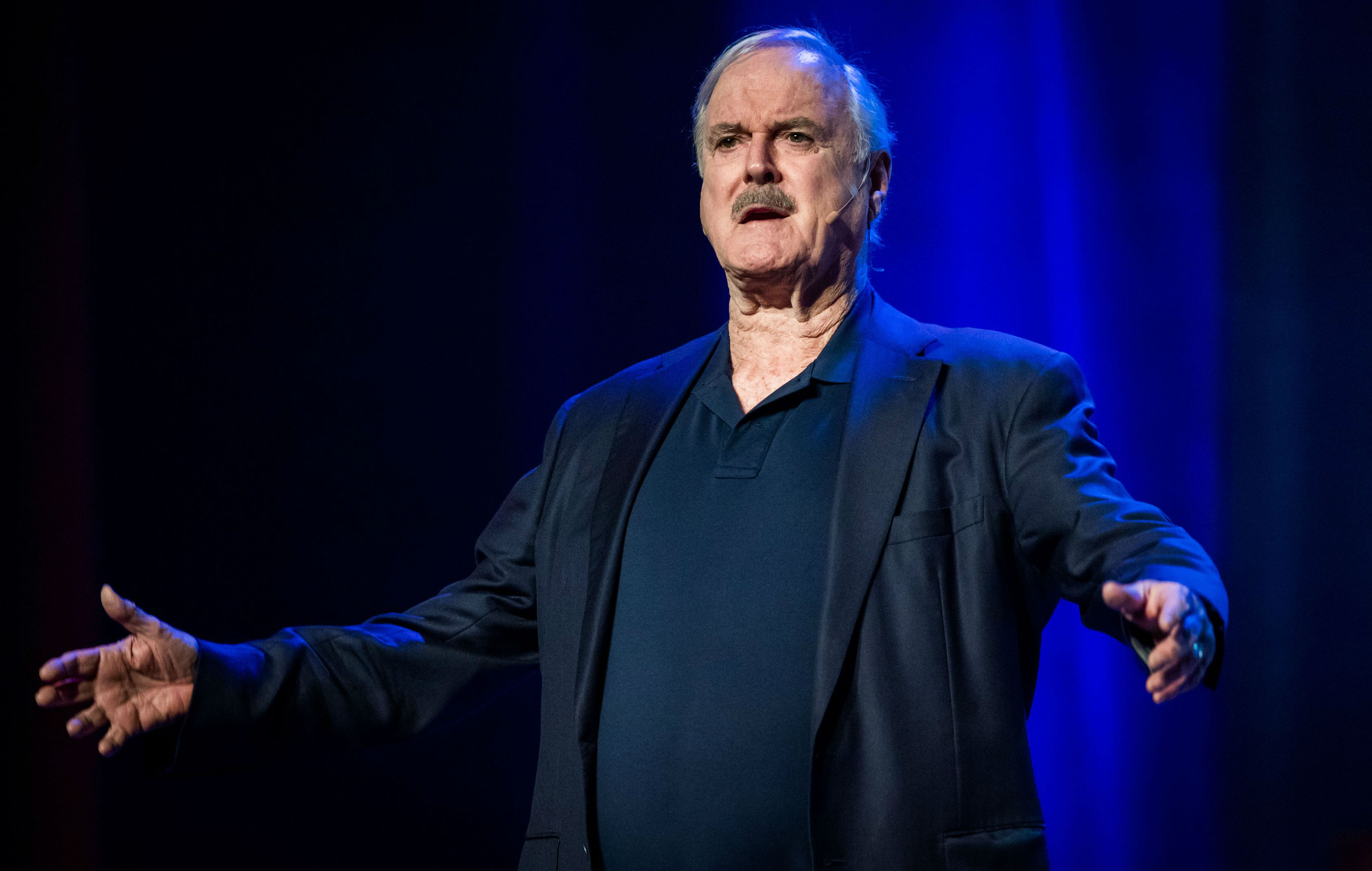 john cleese tour - HD 3375×2144