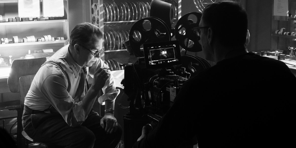 Gary Oldman as Herman Mankiewicz behind the scenes of Mank