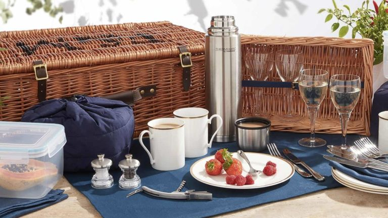 Fortnum and Mason Ascot picnic basket for four