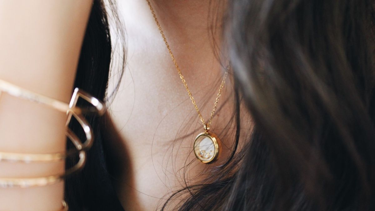 Best personalized jewelry gifts to surprise your loved ones with