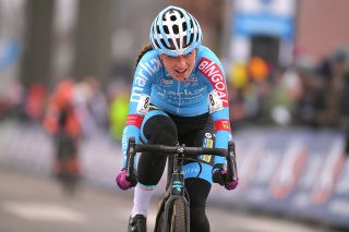 Denise Betsema racing 2018 Azencross part of the DVV trophy series