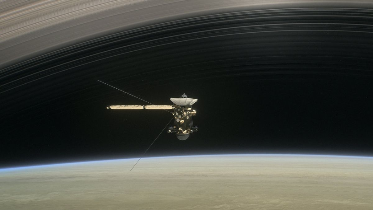Cassini's 13 Greatest Discoveries During Its 13 Years at ...