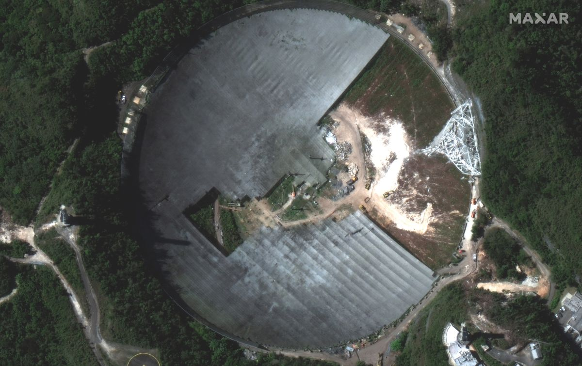 Cleanup of Arecibo Observatory's collapsed radio telescope seen from area