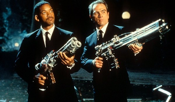 Men In Black Will Smith Tommy Lee Jones Agent J and K take aim at Edgar's ship