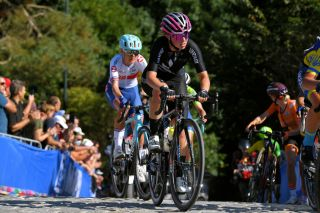 LEUVEN BELGIUM SEPTEMBER 25 Henrietta Christie of New Zealand competes during the 94th UCI Road World Championships 2021 Women Elite Road Race a 1577km race from Antwerp to Leuven flanders2021 on September 25 2021 in Leuven Belgium Photo by Luc ClaessenGetty Images