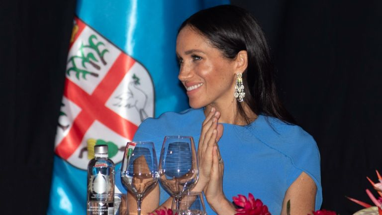 Meghan, Duchess of Sussex attends a state dinner hosted by the president of the South Pacific nation Jioji Konrote at the Grand Pacific Hotel on October 23, 2018 in Suva, Fiji. The Duke and Duchess of Sussex are on their official 16-day Autumn tour visiting cities in Australia, Fiji, Tonga and New Zealand.