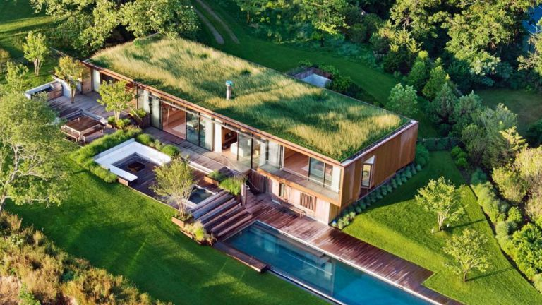 Eco house on seafront in Long Island
