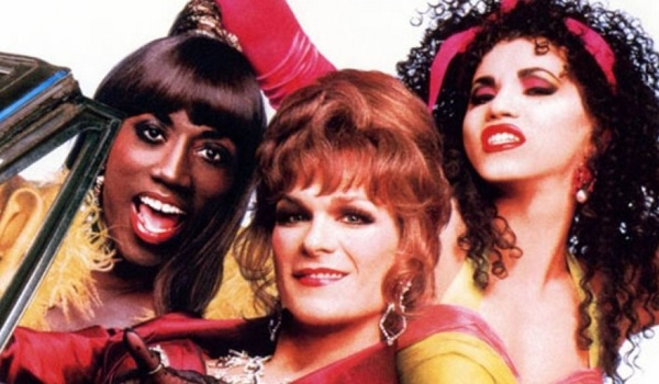 To Wong Foo, Thanks for Everything! Julie Newmar Wesley Snipes Patrick Swayze John Leguizamo posing