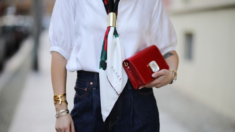 How to wear a scarf: Street style