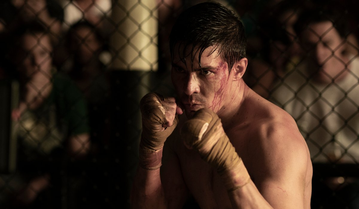 Cole Young on his guard in the octagon in Mortal Kombat.