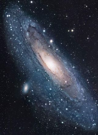 Mysterious Stars Surround Andromeda's Black Hole