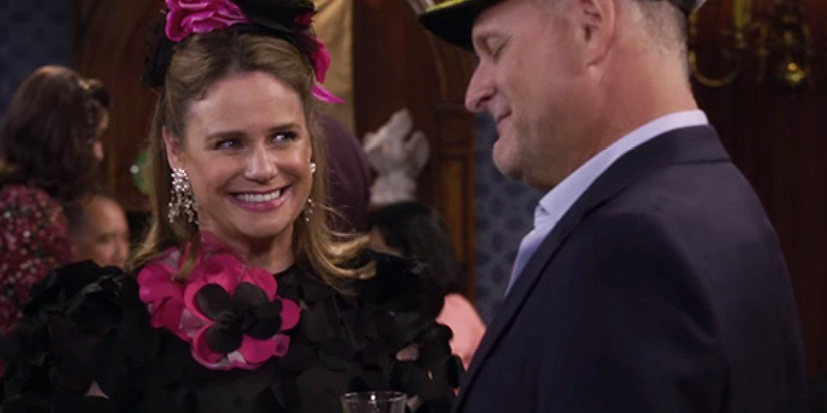 Andrea Barber as Kimmy Gibbler and Dave Coulier as Joey Gladstone on Fuller House (2020)