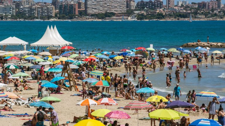 ALICANTE, SPAIN - 2016/08/07: El Postiguet Beach in Alicante. Alicante city is crowded with tourists during the month of August where high temperatures and sunny days are expected. (Photo by Marcos del Mazo/LightRocket via Getty Images)