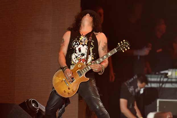 Why (and How) We Should Learn Slash's Guitar Habits