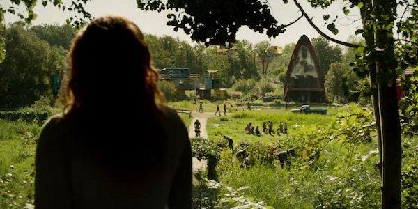 Jean Grey looking at Genosha in Dark Phoenix
