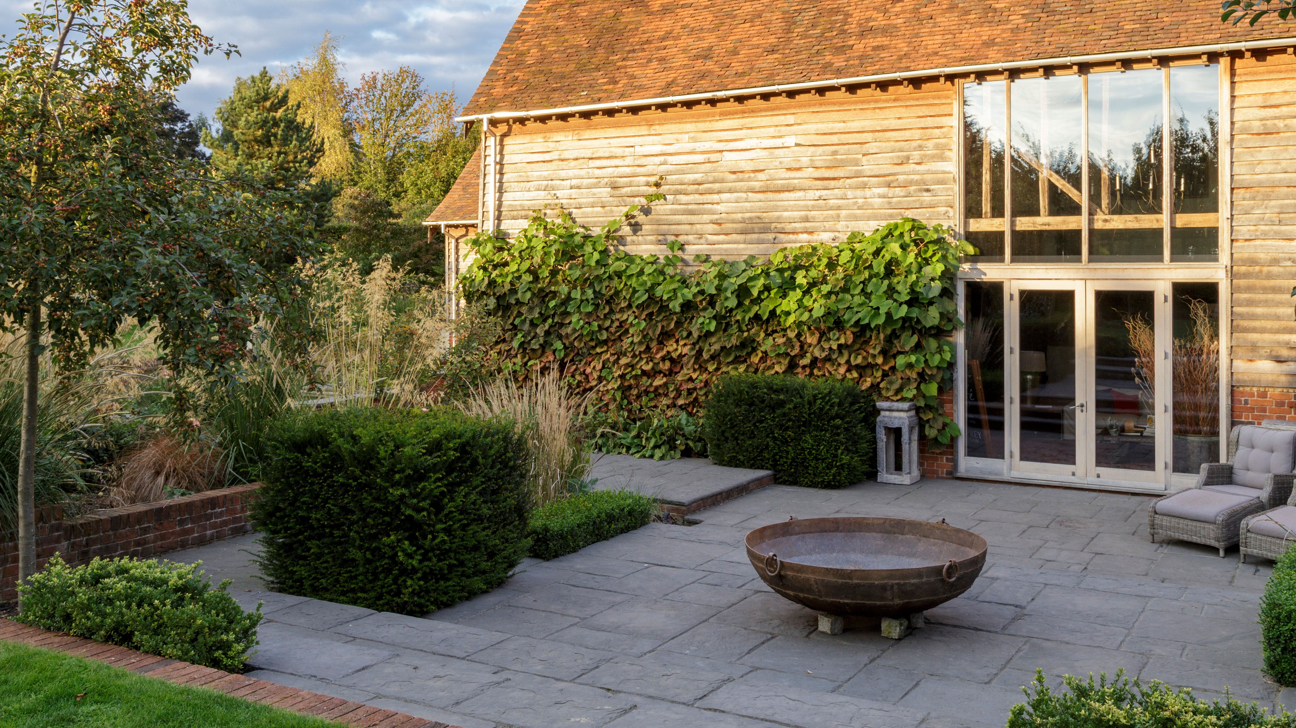 Courtyard garden ideas Transform a small or awkwardly shaped ...