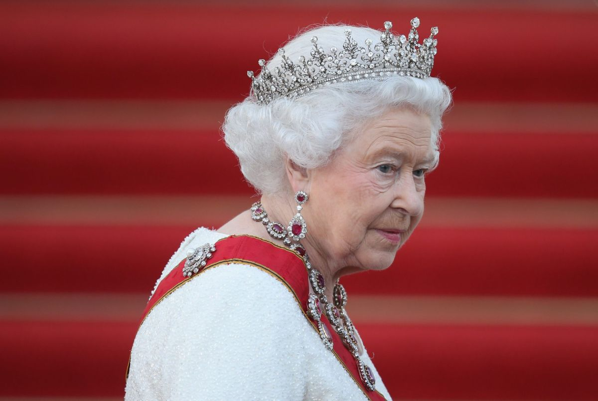10 brilliant ways Her Majesty the Queen breaks the royal mould every time