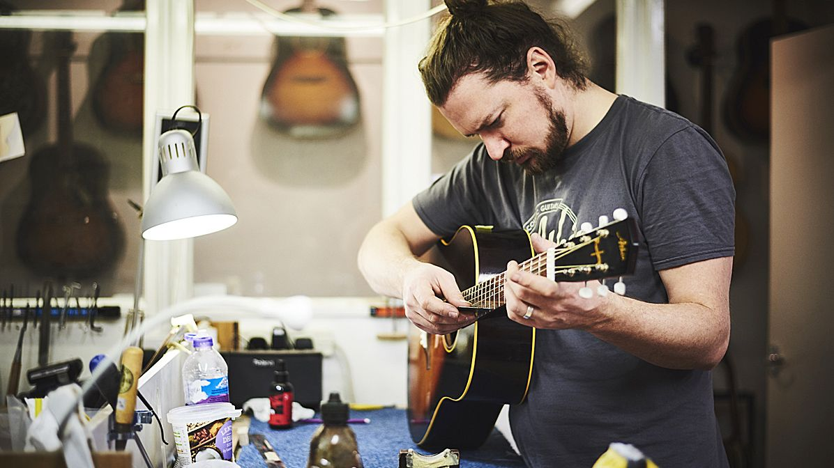 How to set up your new acoustic guitar: from truss rod adjustment to reading the action