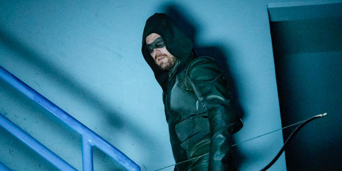 oliver in stairwell arrow season 8 premiere
