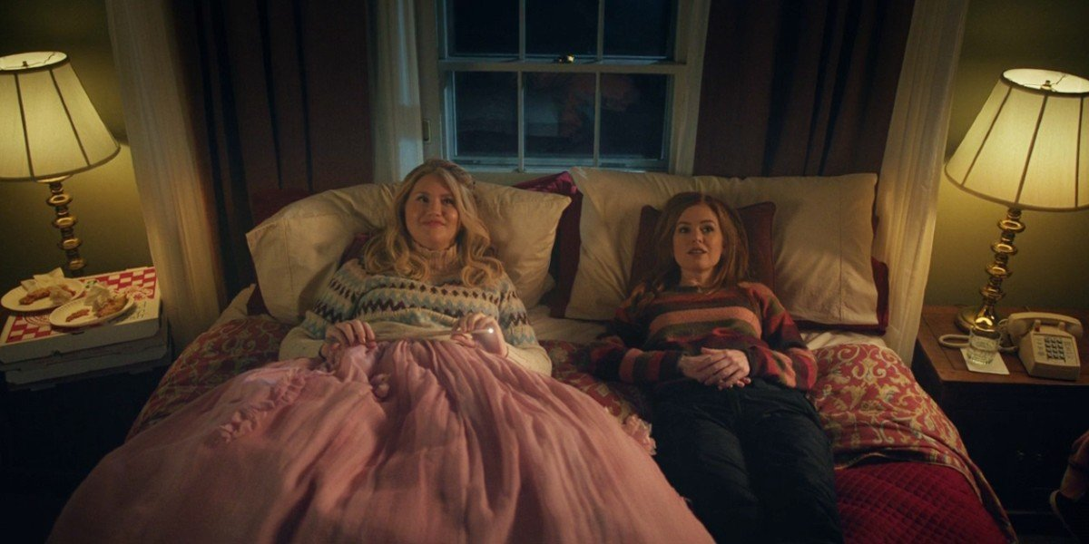Isla Fisher and Jillian Bell in Godmothered