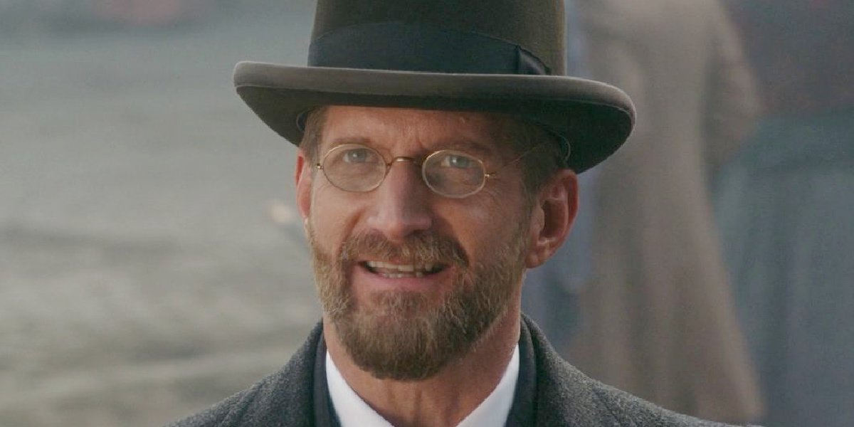 Paul Sparks in The Greatest Showman.