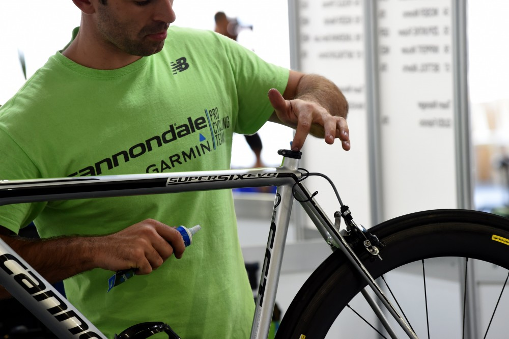 How to solve a slipping seatpost (video) - Cycling Weekly