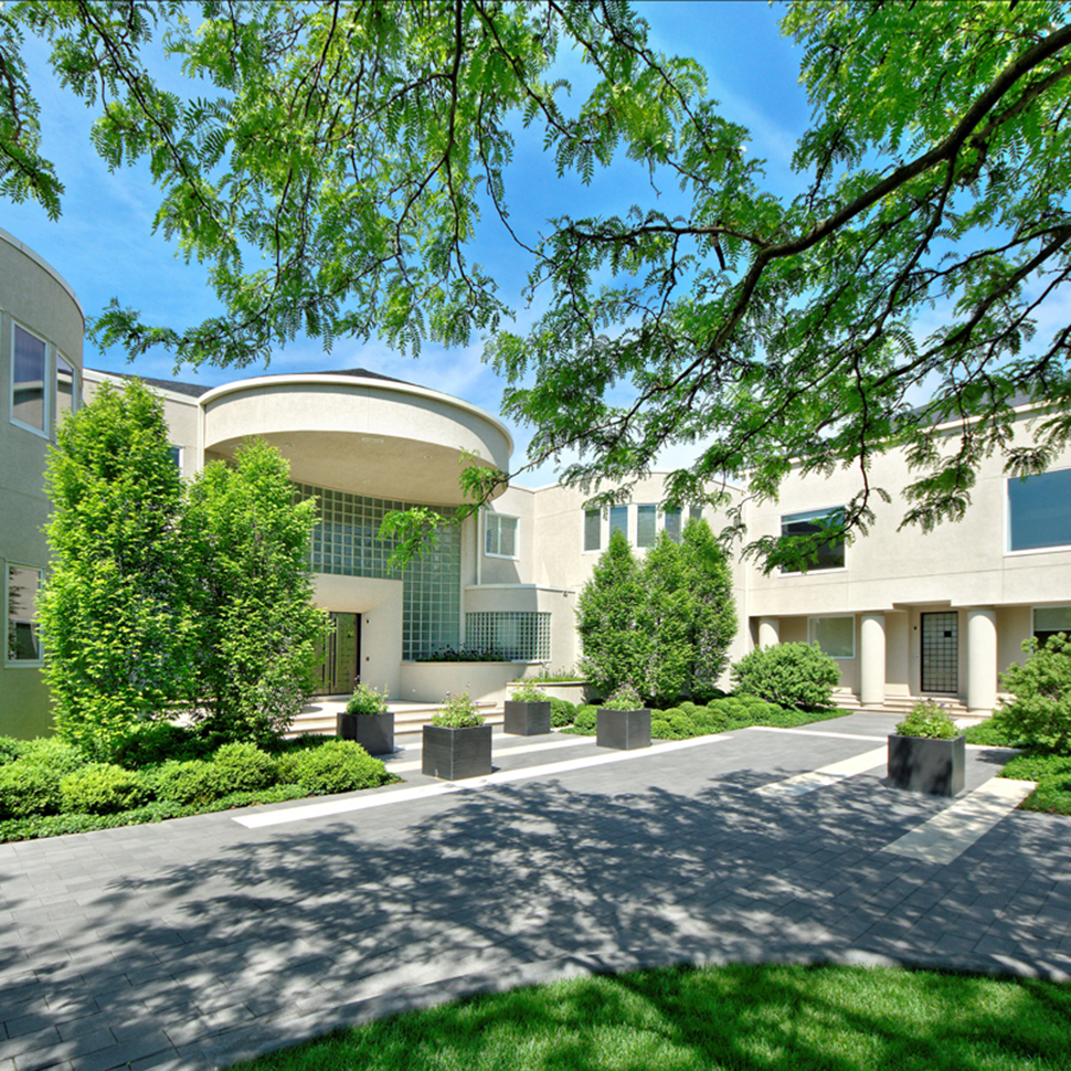 The Chicago mansion of basketball star Michael Jordan heads to autction