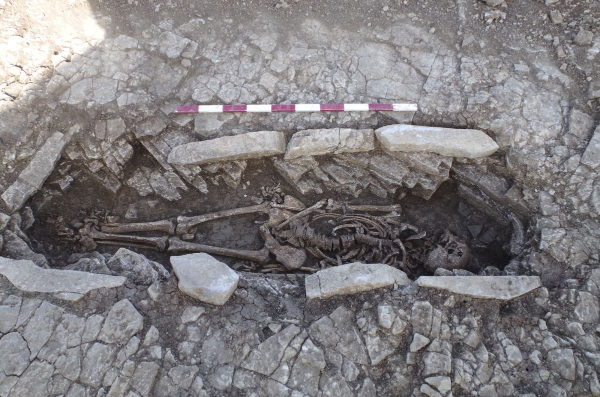 50 Graves of Slaves Who Toiled at a Roman Villa Unearthed in England