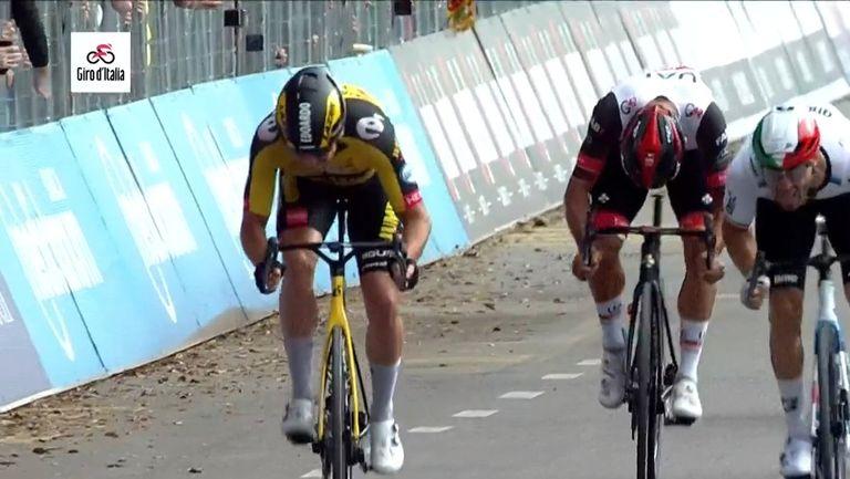 Fernando Gaviria sprints without a saddle on stage 13 of Giro d'Italia 2021