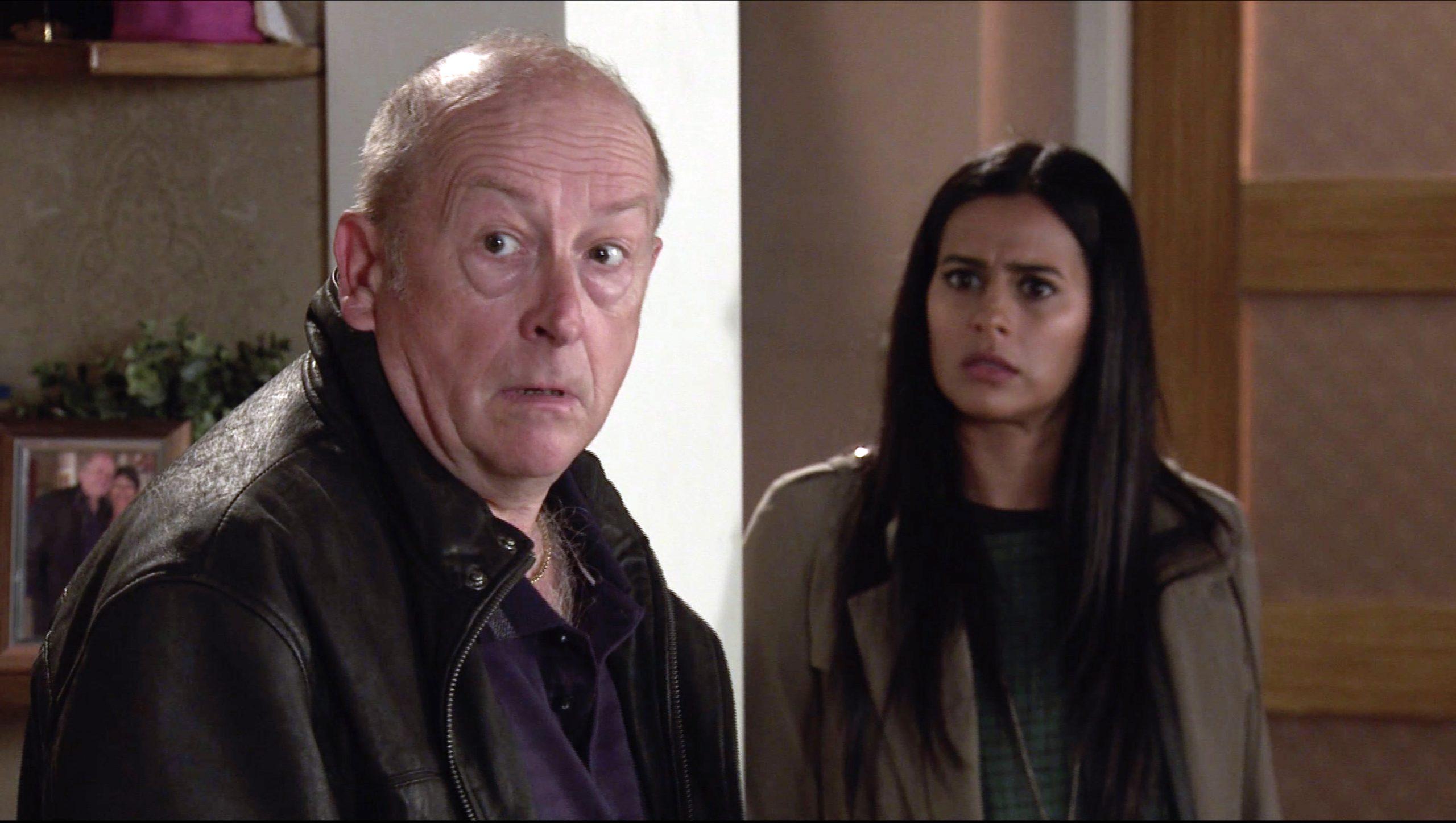 Coronation Street ¡Alya Nazir y Tim son sorprendidos buscando la casa de Geoff!