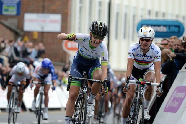 womens-tour-2014-st1-Johansson-Vos-2