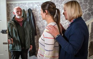 Coronation Street spoilers: Pat Phelan is armed as he forces his way into No.11