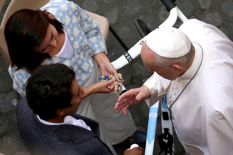 Egan Bernal meets Pope Francis