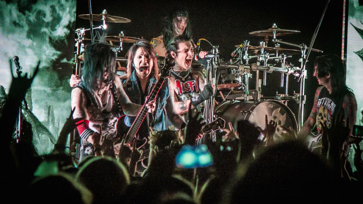 Five Things We Learned At Black Veil Brides' London Garage Show