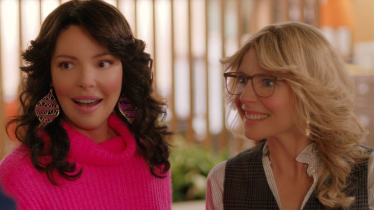 KATHERINE HEIGL and SARAH CHALKE in FIREFLY LANE (2021), directed by VANESSA PARISE, PETER O'FALLON and ANNE WHEELER