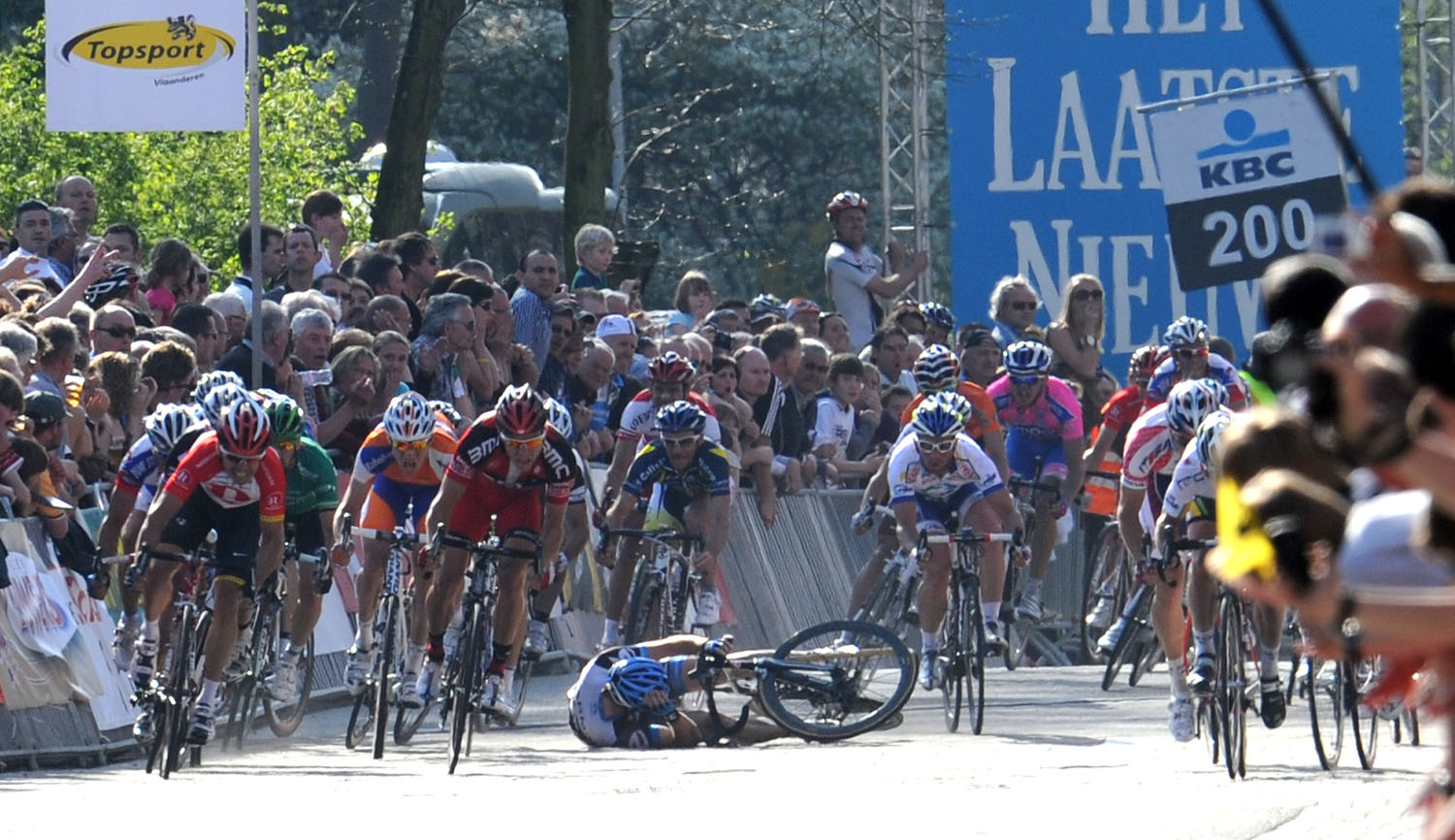 scheldeprijs, 2011, mark cavendish, htc, farrar, crash