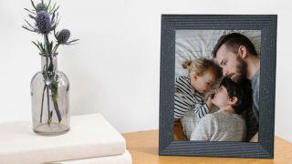 best digital photo frame: Aura Mason Luxe