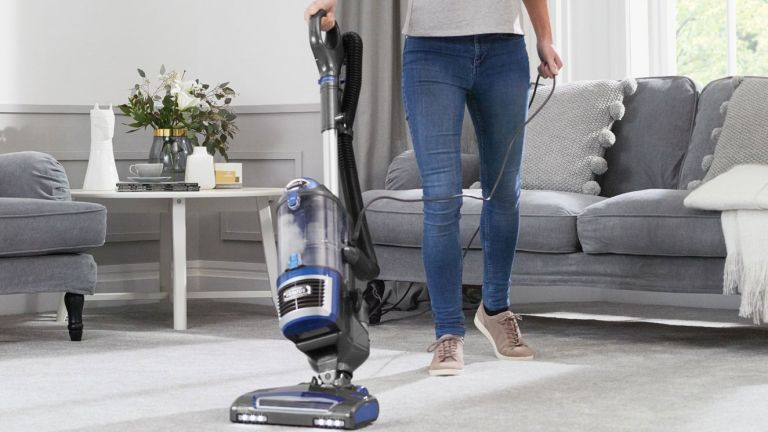 Shark NV601UK lift-away bagless upright vacuum cleaner