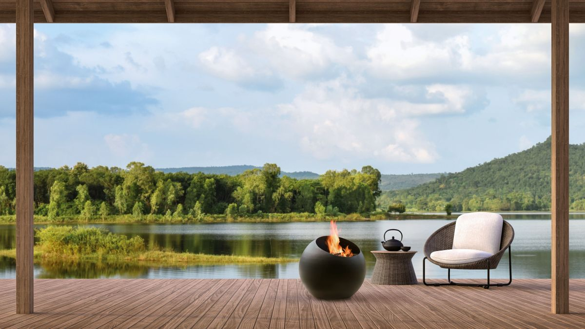 Outdoor fireplace ideas – warm up with a cozy fire pit or built-in wall fire