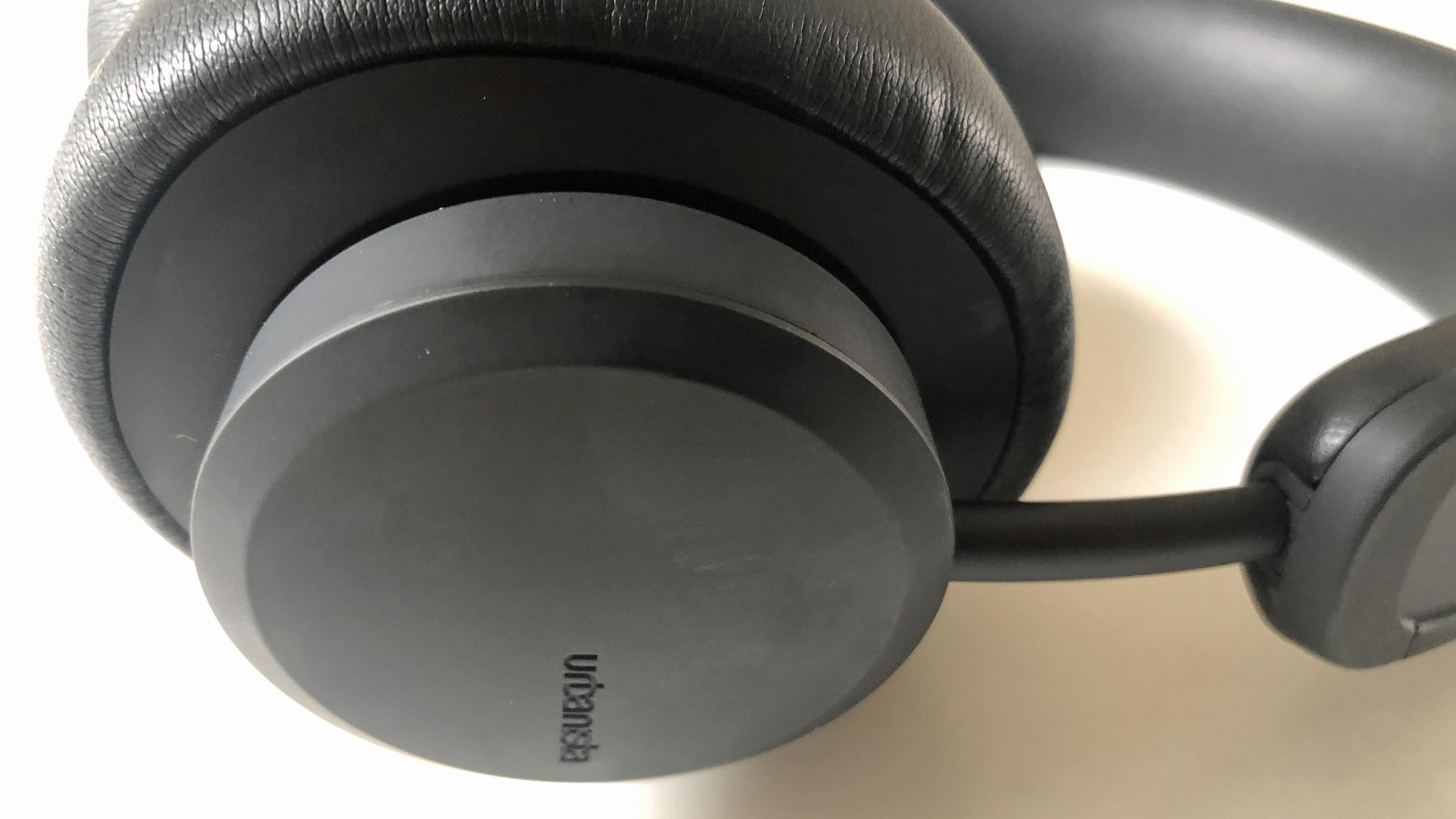 the earcups on the urbanista los angeles headphones