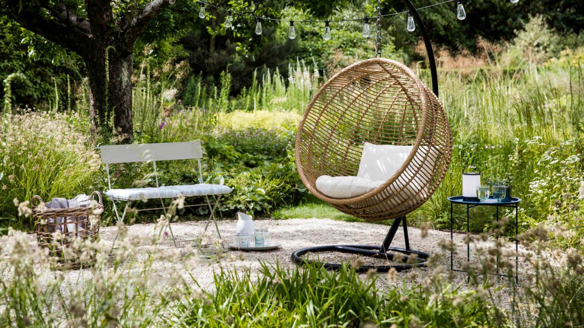 Hang out in style with these stunning hanging chairs this summer