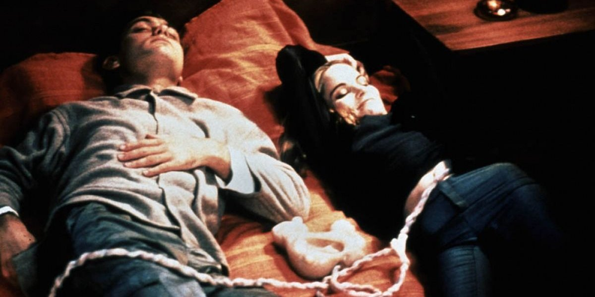 eXistenZ jude law and jennifer jason leigh in bed