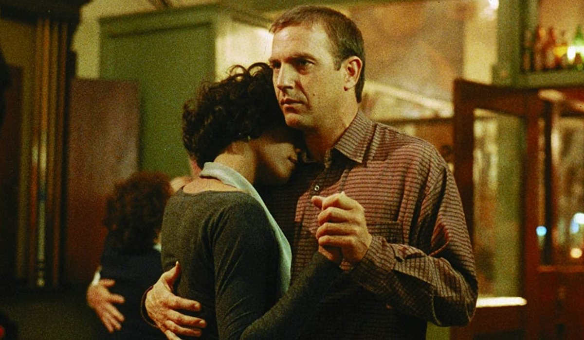 The Bodyguard Whitney Houston dances with Kevin Costner