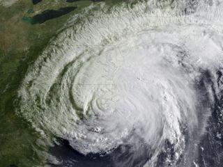 hurricane-irene-landfall-110827-02