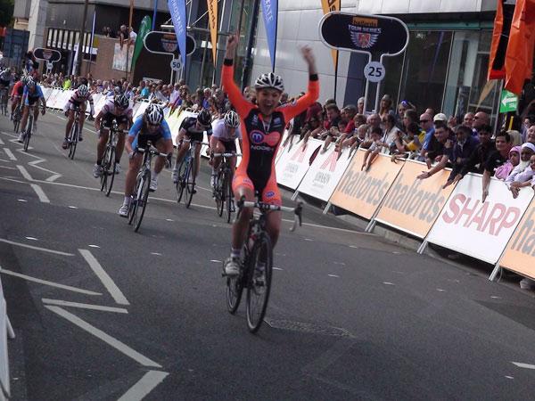 Lucy Garner wins, Tour Series 2011, round seven
