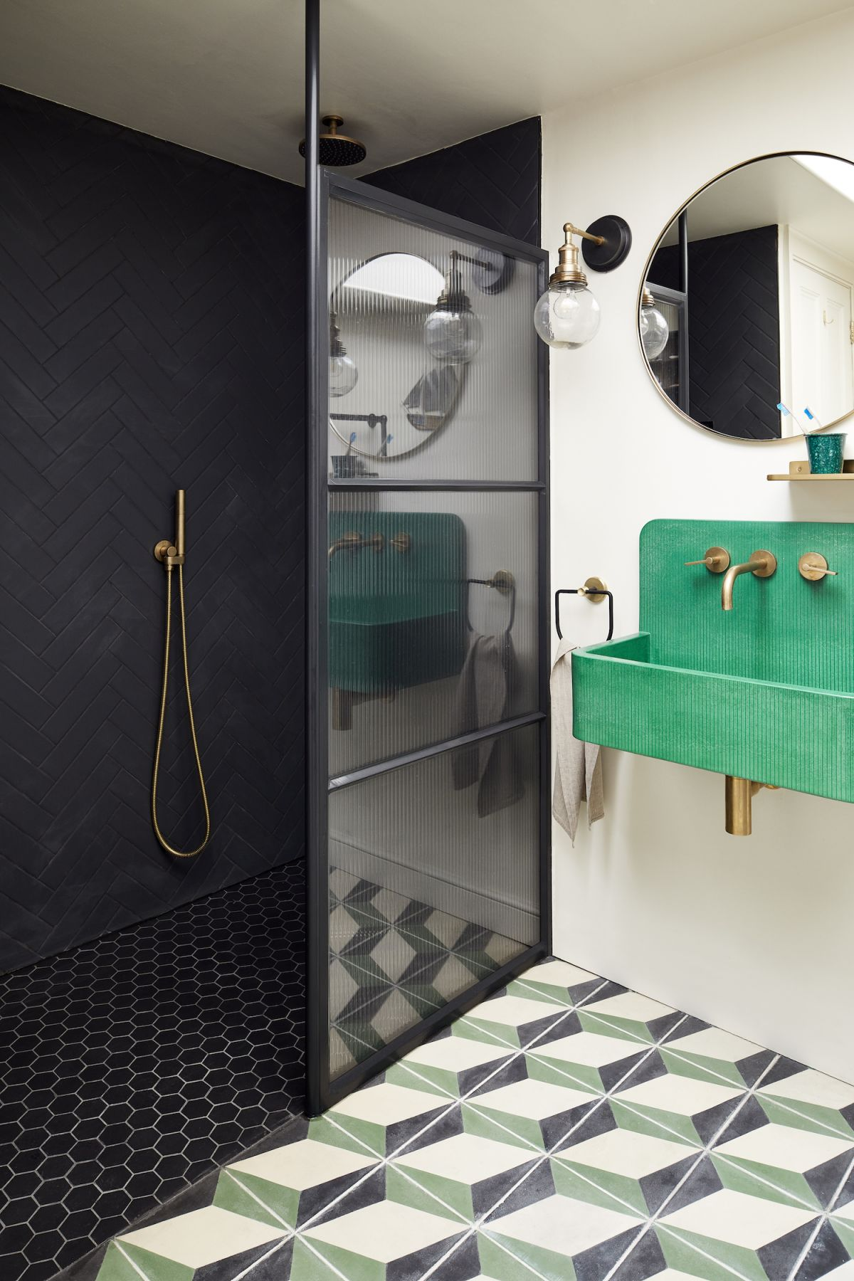 Create the perfect layout for a small bathroom with these ideas