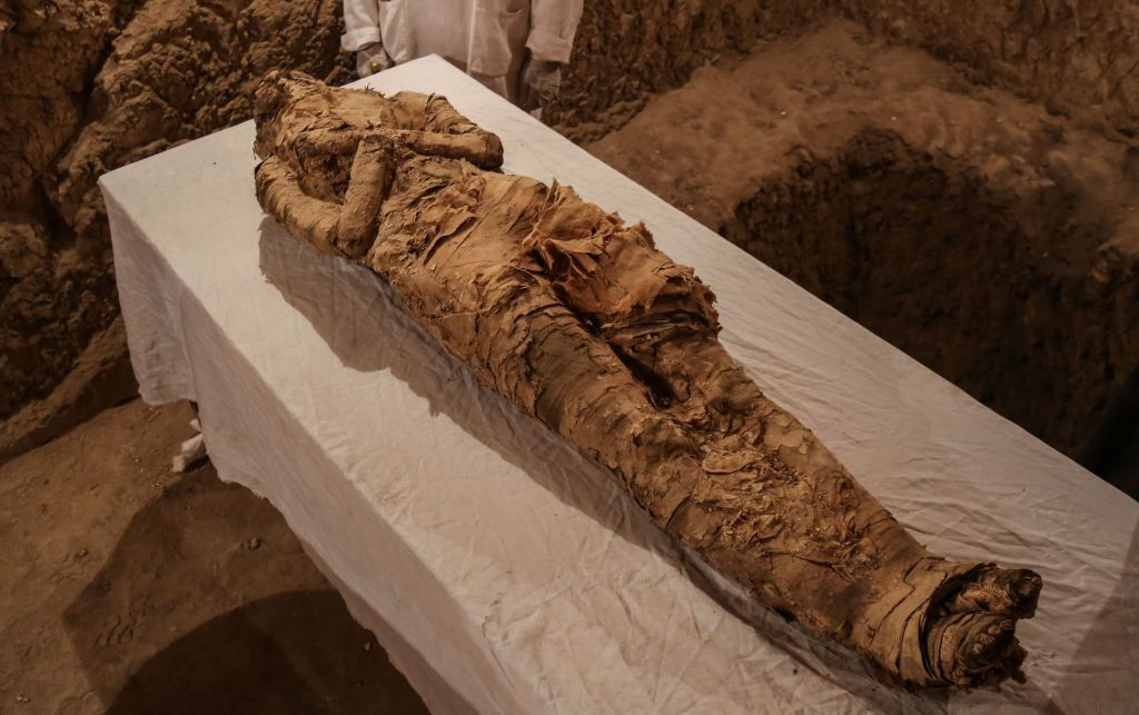 Linen Wrapped Mummy Found Inside 3 500 Year Old Tomb In