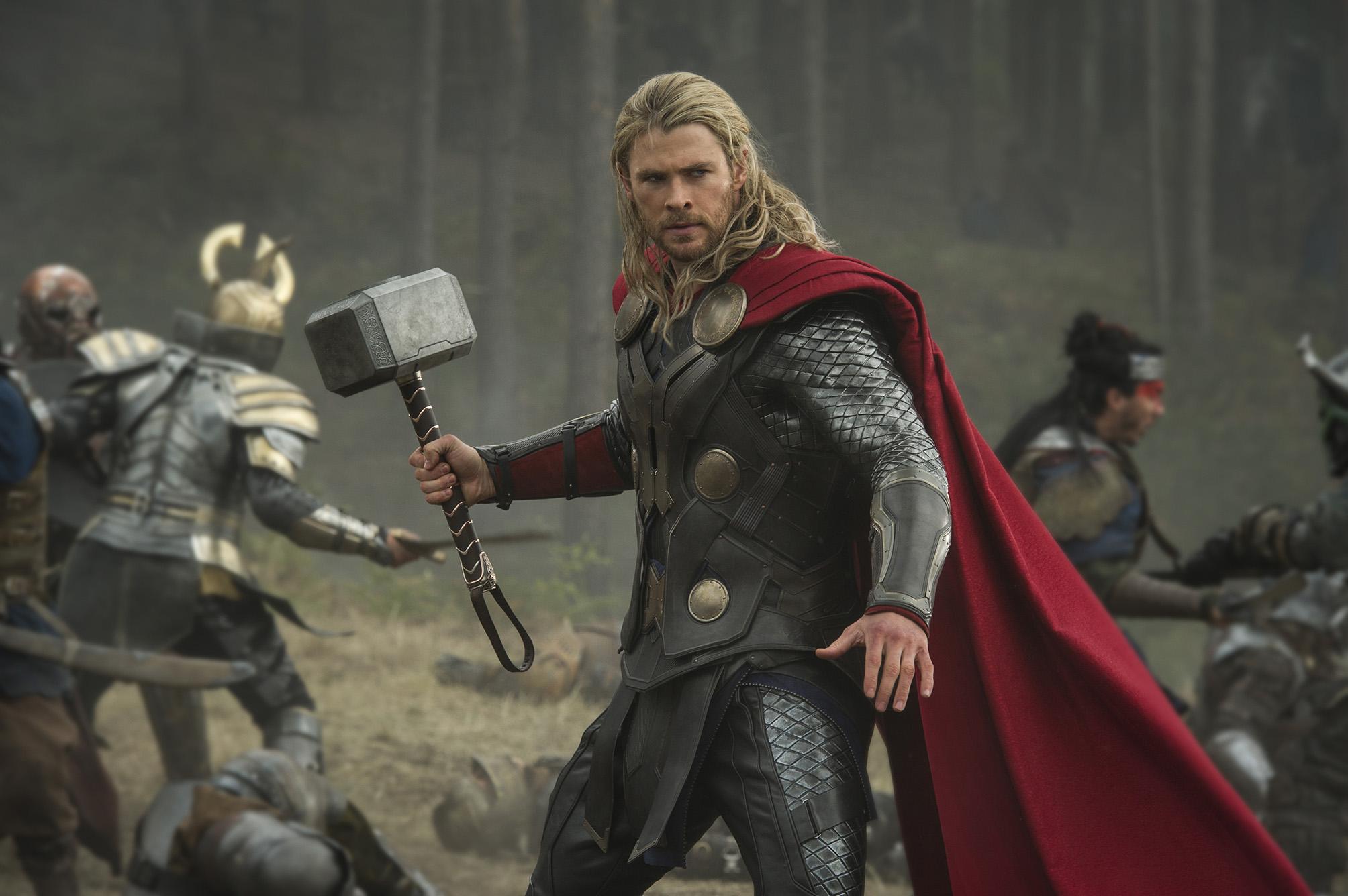 Chris Hemsworth como Thor.