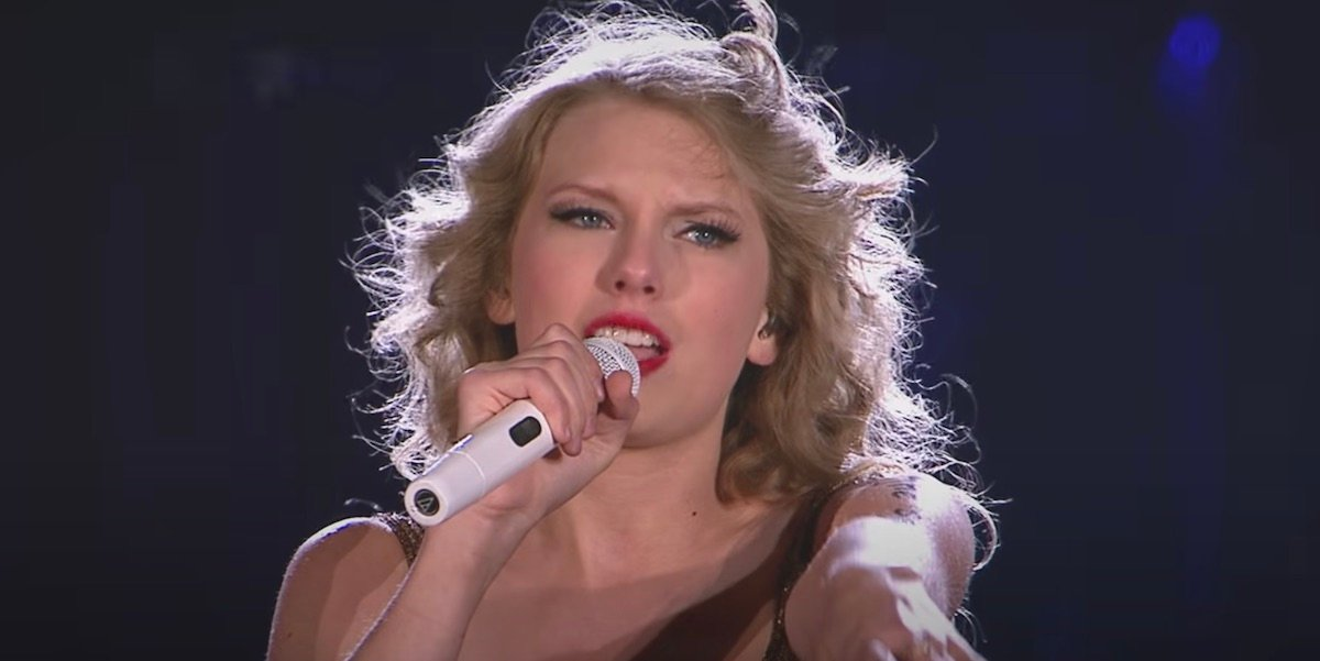 Taylor Swift performing Sparks Fly